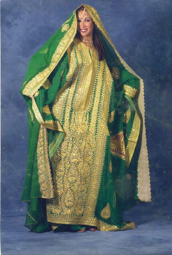 Traditional outfit from the Arabian Gulf. Thobe nashal ...