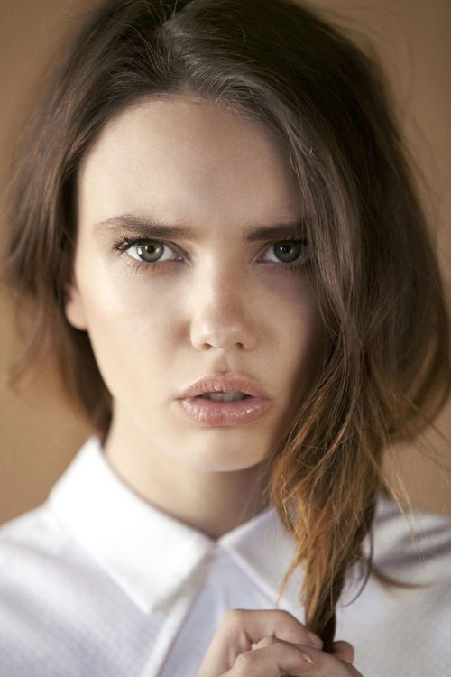 : Fashion And Beauty 2, Faces Art, Minimal Makeup, Kahlo Model, Hair Makeup, Prretty Faces, Unlimited Beauty, Females Hair Faces