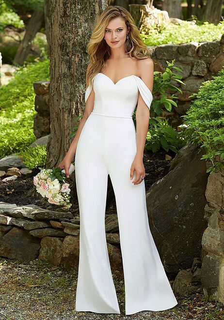 7 Bridal Fashion Trends and What Venue They Look Best In (2021-2022) 8