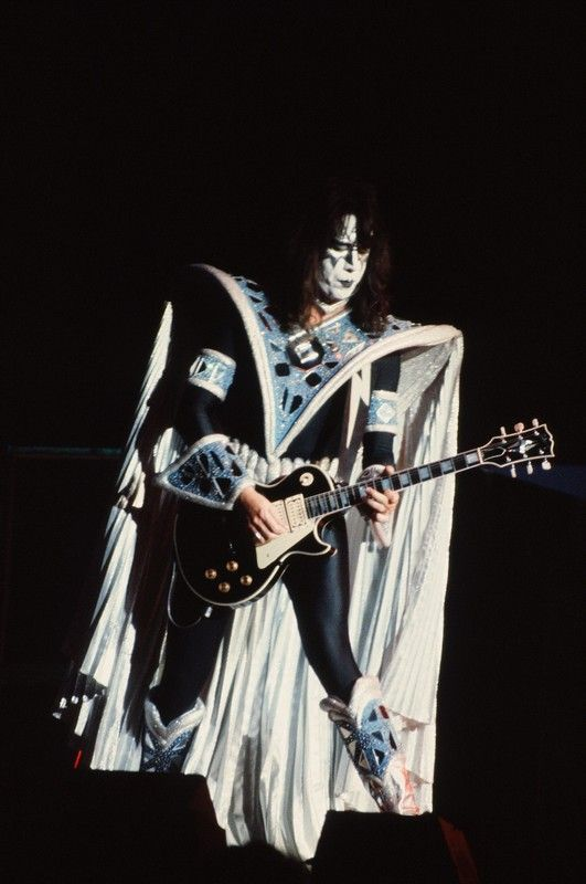 Pin By Brownisabella On Kiss In 2020 Ace Frehley Vintage Kiss