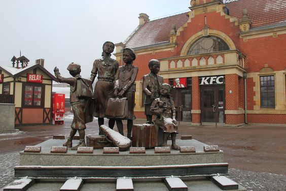 Памятник возле вокзала в Гданьске