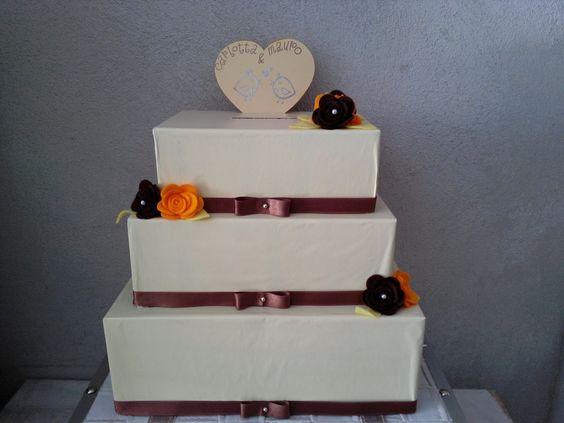 """torta portasoldi 3 piani """"crema e cioccolato"""" con rose in tinta in feltro - cake topper con nome degli sposi"""