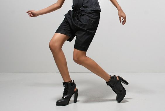 R13 pleat harem short black