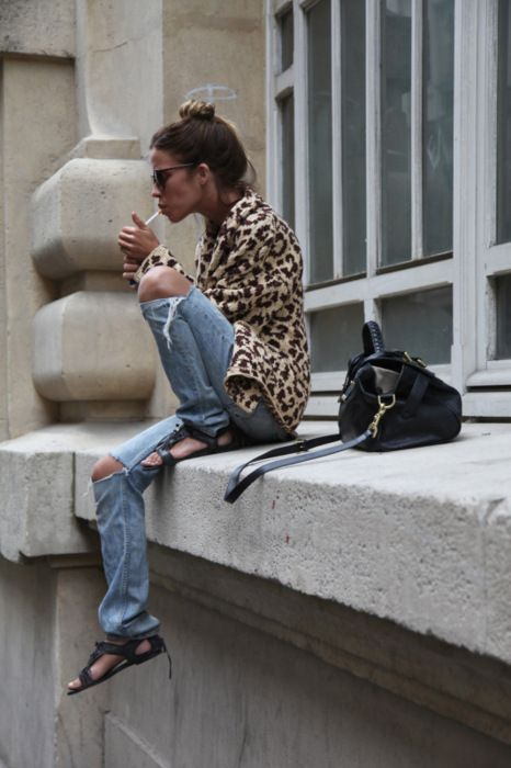 Nice print - super casual look & a cigarette as an accessory: