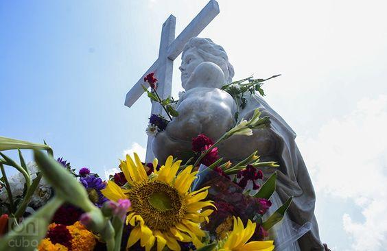 Tributo a La Milagrosa, Cementerio Colón/ La Habana// Mother's Day