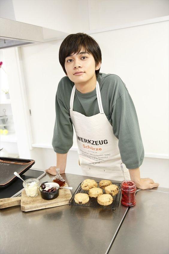 お菓子を作っている北村匠海です。