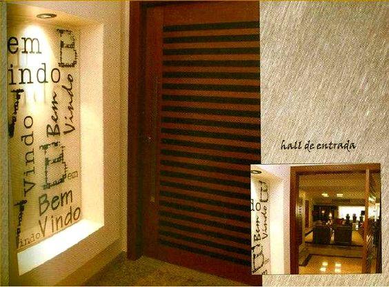 a palavra olá em várias linguas no mural...