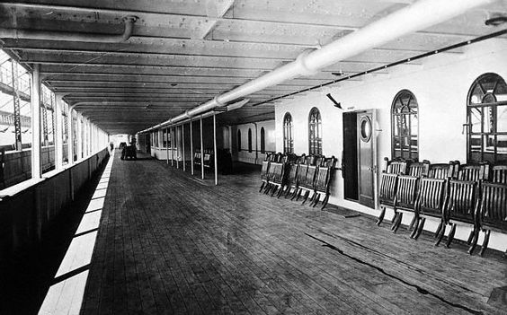 Promenade+deck+of+the+ill-fated+White+Star+lineR.jpg (640×399)