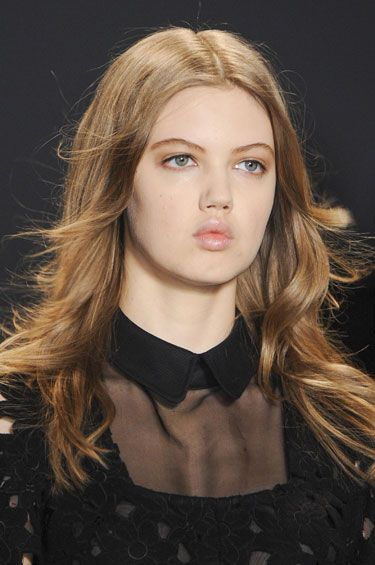 Fall Hair Trends to Try: Undone waves at Jill Stewart