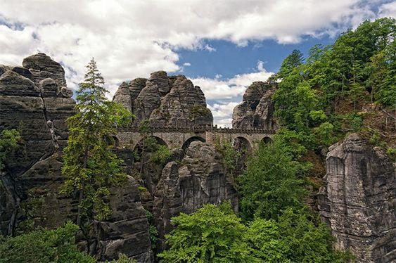 Bastei Bridge em Sächsische Schweiz, Alemanha