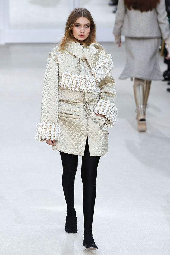 Gigi Hadid au défilé Chanel prêt-à-porter automne/hiver 2016-2017