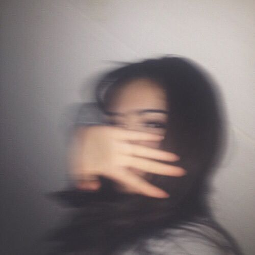 Le temps est juste une illusion. #girl #blur #brunette #nails #brownhair #fashion #france | Tumblr photography, Tumblr pics, Grunge photography