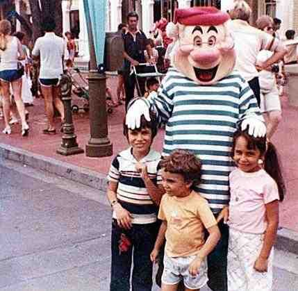 A photo taken at Disney World captured a married couple 17 years before they'd even met! - Celebs - Apr 18, 2011 - OMG Facts