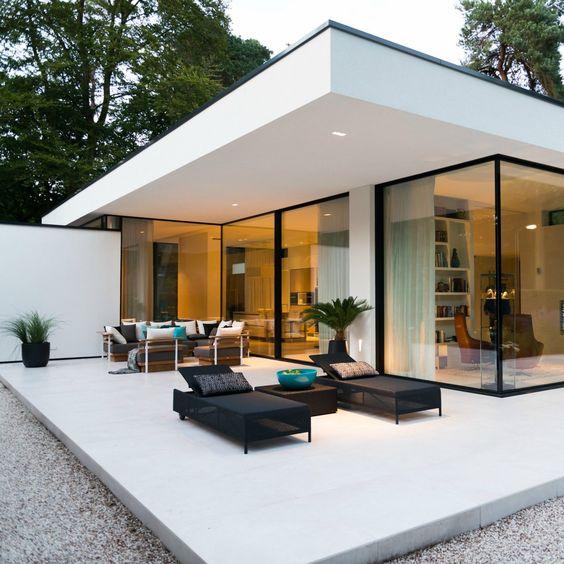 LEEM Wonen keek binnen bij een bijzonderen, moderne bungalow in - garten lounge uberdacht