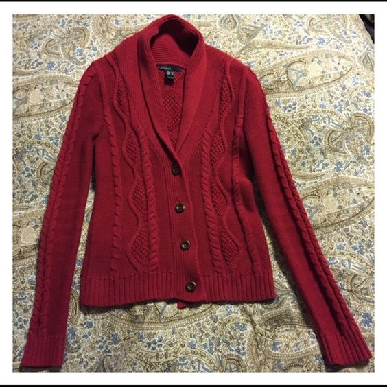Mango cotton red sweater. Size EUR S, USA XS. Mango cotton red sweater. Size EUR S, USA XS : refer to the tag picture. Pre owned, good condition. Perfect for Christmas :) Ask questions, make an offer, bundle - enjoy your new findings !!! Mango Sweaters