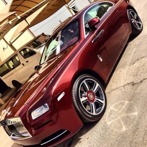 Such an elegant color on a magnificent automobile. #Wraith #RollsRoyce #Luxury #Opulence #Cars #Auto #RR #RollsRoyceGang @rollsroycegang #chriswjoseph #ThatsLife