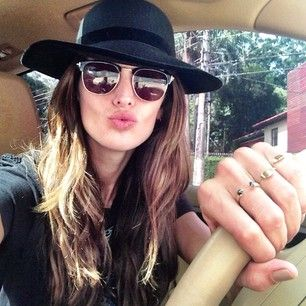 Photo of Izabel Goulart  - car