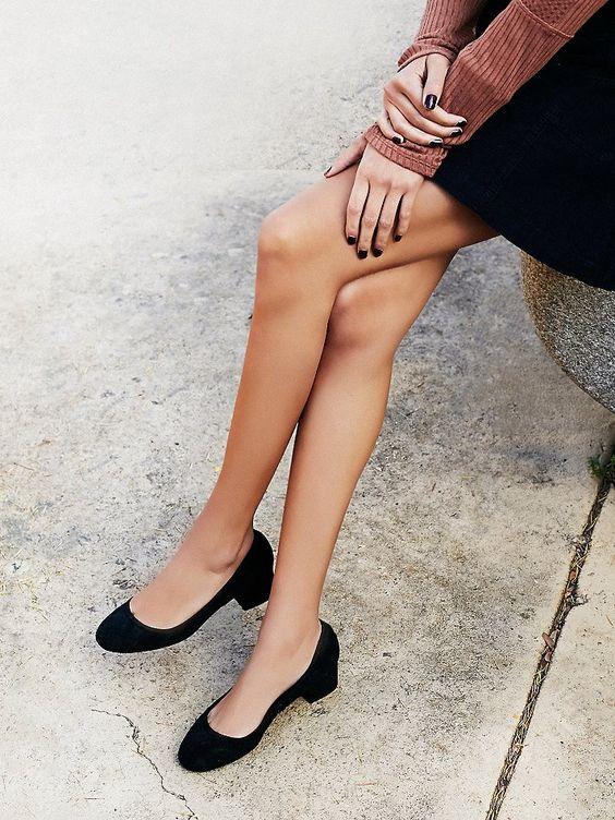 Cyndi Block Heel | Suede round-roe block heel shoes.: