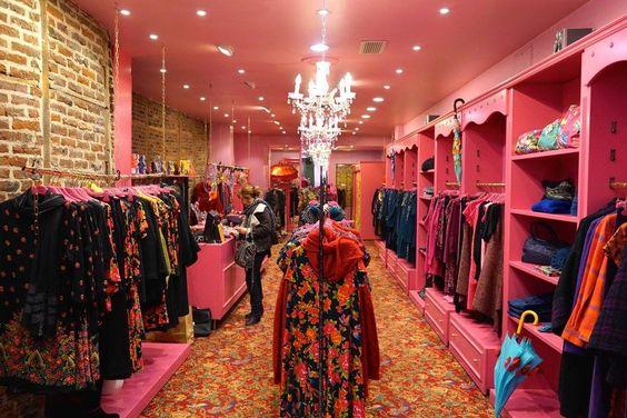 SHANGAI ROBE V 66,50 € http://www.antoineetlili.com/fr/product/femme/robe/152834,noir,shangai-robe-v.html