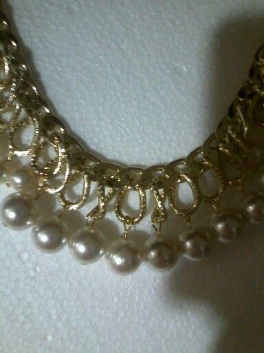 Collar de cadena y perlas