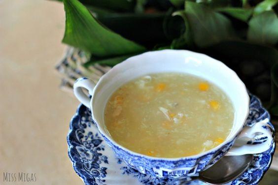 Sopa china de pollo y maíz