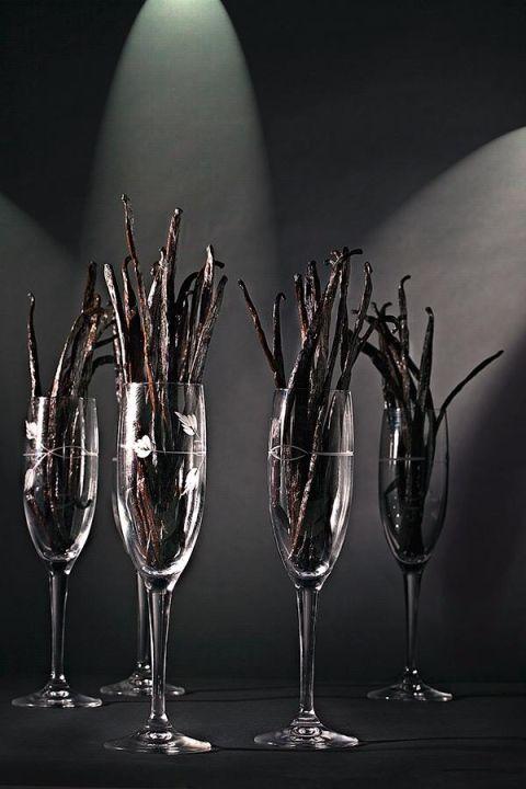 Bicchiere con bacche di vaniglia