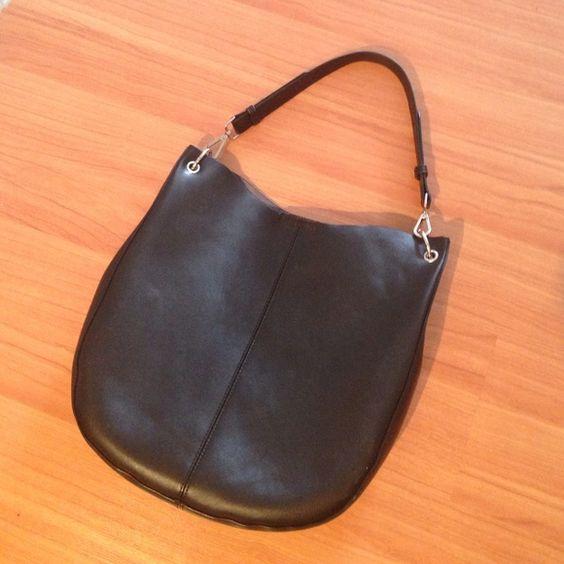 Black hobo leather bag. From JT Maxx | Bolsos de hobo, Cuero y Bolsos