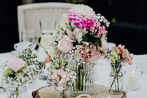 Blumendeko Hochzeitstisch In Rosa Hochzeitstisch Regen Hochzeit Hochzeit