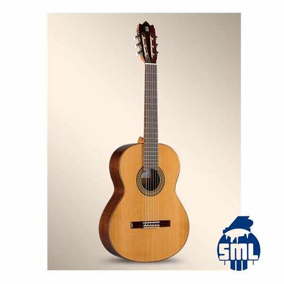 Guitarra Alhambra 3C. com tampo em cedro maciço. Venha conhecer os modelos da marca Alhambra e outras ao Salão Musical de Lisboa. Consulte o nosso website e faça as suas compras online.