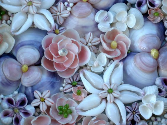 Seashell flowers... http://lovingcoastalliving.wordpress.com/