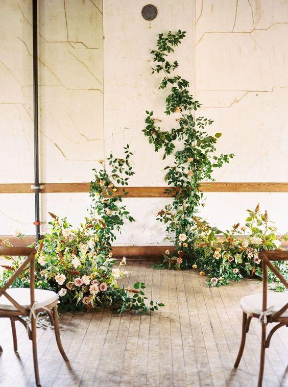 instalatie florala simpla verdeata si accente pastelate de flori instalatie nunta eveniment