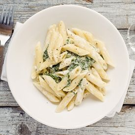 Spinach and garlic!  And because I absolutely love pasta, here you have it: Spinach and Garlic Penne Pasta.