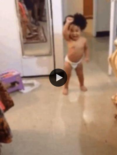 Quem já viu uma criança animada como essa?