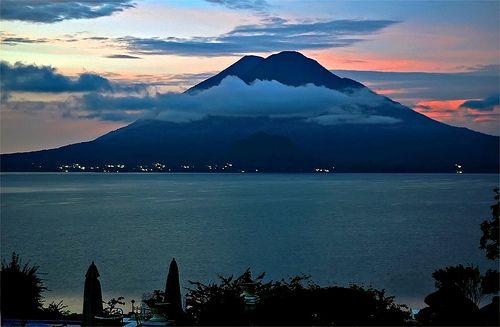 Otra foto del maravilloso Lago de Atitlán - Guatemala