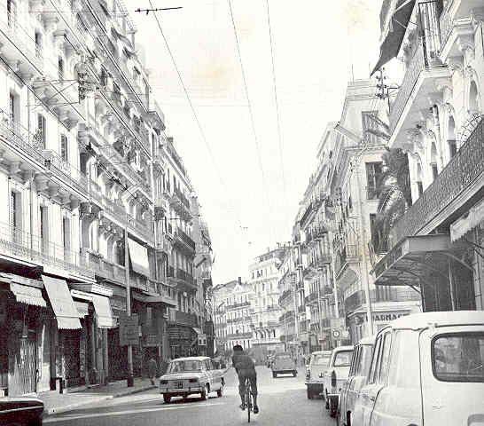 Alger La Rue Michelet Descendre La Rue Michelet C Etait Aller Au Devant Du Soleil Et De La Mer Chaque Matin Le Fremissement De L Rue Alger Histoire Algerie