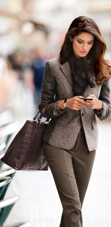 Office outfit | Classic grey blazer with khaki pants and fur scarf:
