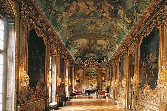 Valerie Doree, Hôtel de La Vrillière, built 1650 by architect Mansart, Paris 1e
