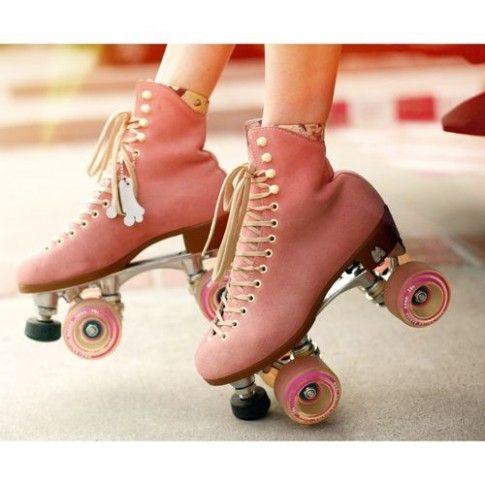 Cute Roller Skating Hairstyle In 2020 Ski Girl Weekend Shoes Roller Skating