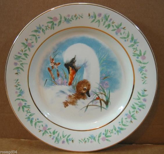 """9"""" """"Gentle Moments"""" Plate Gold Rim Enoch Wedgwood Avon Made in England Excellent 