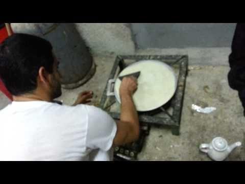 عمل خبز تاوه محلي بحريني