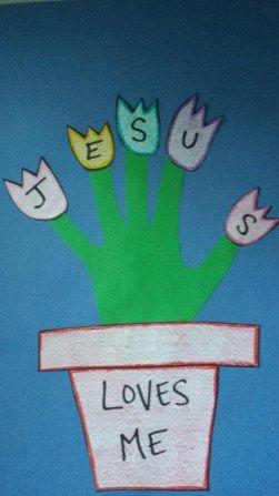 """Cartão de primavera """"Jesus me ama"""".  Minha sugestão: Usar como marcador de presença individual para um mês do ano com 5 domingos. Traduzir """"loves me"""" por """"me ama"""" e dá até espaço para colocar o nome da criança."""