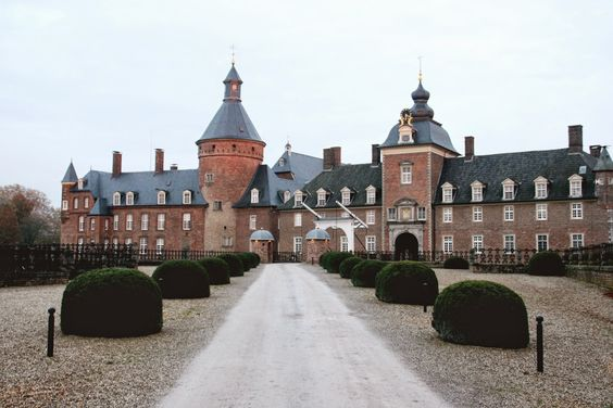 Think Twice Style: Anholt Castle, Germany