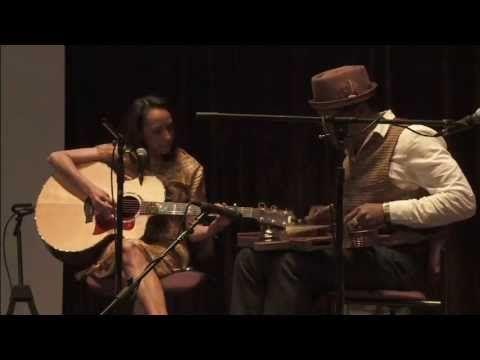 ▶ Illinois Blues - the Piedmont Bluz Acoustic Duo - YouTube