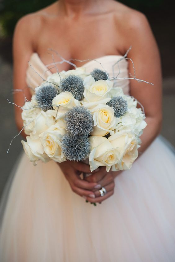 this bouquet is so unique! what a beautiful statement!