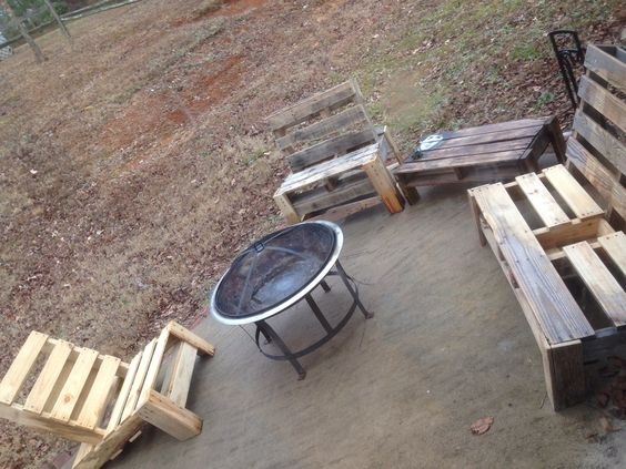 Pallet furniture fire pit area outdoor living for Pallet fire pit