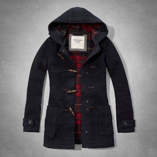This classic wool duffle coat features a traditional plaid