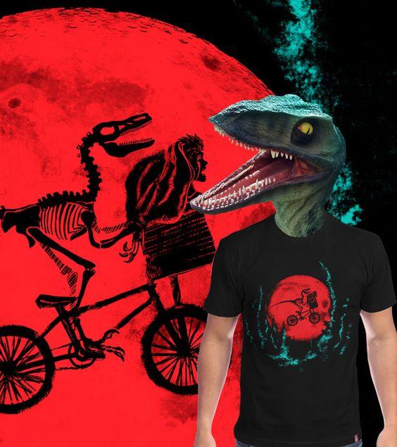 Estampa 'Jurassic Bike' no Camiseteria.com. Autoria de Alberto Alves Aparecido http://cami.st/d/55362