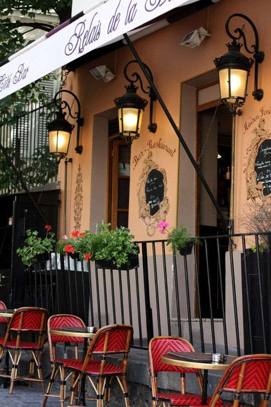 Montmartre Quarter, Relais de la Butte, 12 Rue Ravignan, Paris XVIII......reépinglé par Maurie Daboux