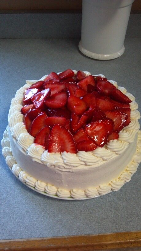 Strawberry Cream Cheese Cake: yellow cake with a cream cheese filling ...