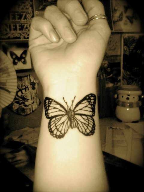 Butterfly wrist Tattoos | Butterfly Tattoo Designs for Women Butterfly Tattoo on Wrist ...